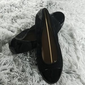 Women's easy spirit suede/patent leather shoe